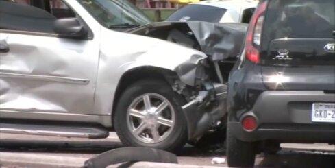 Pakaļdzīšanās ASV noslēdzas ar vairāku automašīnu sadursmi