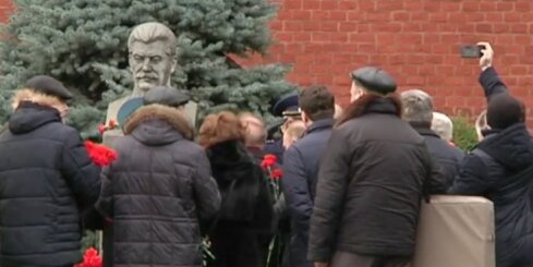 Staļins Krievijas pilsoņiem patīk aizvien vairāk, liecina aptauja