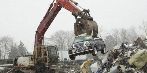 ASV muita publiski iznīcina nelegāli importētu klasisko 'Mini'
