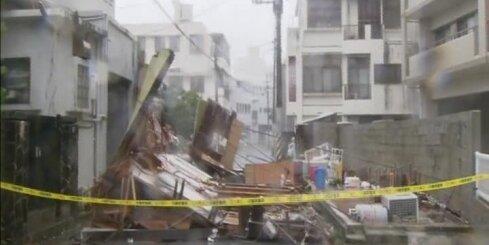 Japānā plosās taifūns