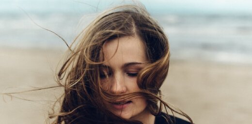 Noskaties! Alise Joste laiž klajā dziesmas 'Mirrors' video