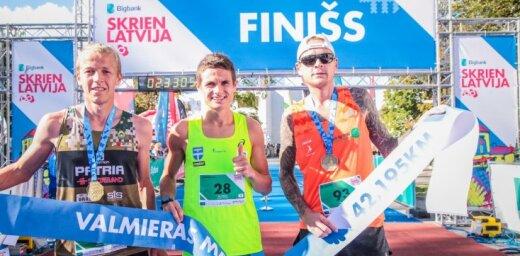 Foto: Valmieras maratonā uzvara Serjoginam un Sokunovai