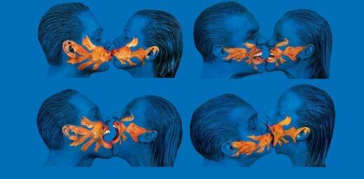 Regnārs Vaivars Liepājas teātrī iestudē kamerkomēdiju 'Zilā istaba'