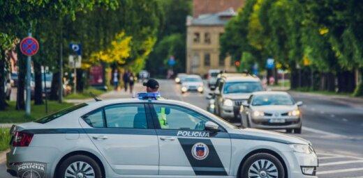 Ulbrokā līdz nāvei piekauj vīrieti; policisti aiztur iespējamos slepkavas