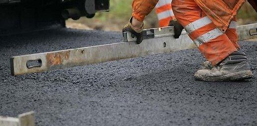 Планируя поездки на уик-энд, нужно считаться с ремонтом и военной техникой на дорогах Латвии
