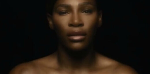 Video: Serēna Viljamsa ar krūšu atkailināšanu un dziesmu iestājas pret vēzi