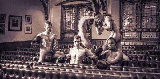 Foto: Kembridžas sportiskākie studenti pozē pilnīgi plikiņi