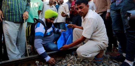 В Индии поезд врезался в толпу на празднике: свыше 60 погибших
