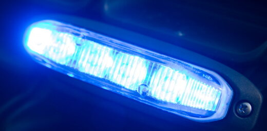 В Риге автомобиль BMW врезался в витрину аптеки