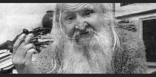 Alvis Hermanis iestudē monoizrādi par Ņurbuli 'Dieviņš pillā'