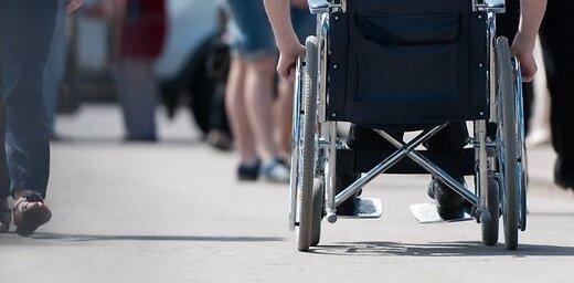 Читатель: airBaltic не пустила в самолет тяжело больного ребенка в инвалидном кресле