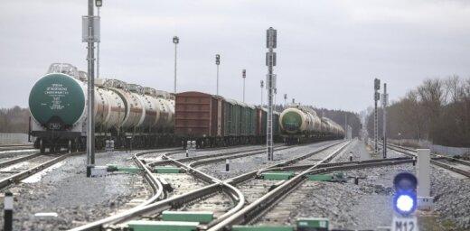 Перевозки грузов по железной дороге за восемь месяцев выросли на 6,5%