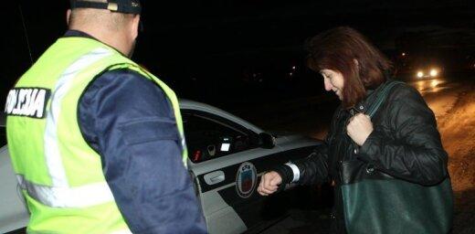 Lasītājs: Kāpēc par gājējiem bez atstarotājiem jāatbild autovadītājam?