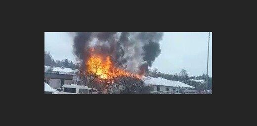 Video: Liesmas plosa ēku un garāžu Ogrē