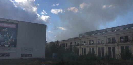 ФОТО, ВИДЕО: Пожарные локализовали пожар повышенной опасности недалеко от Elkor Plaza