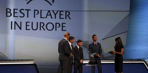 Кто лучший футболист года: Буффон, Месси или Роналду?