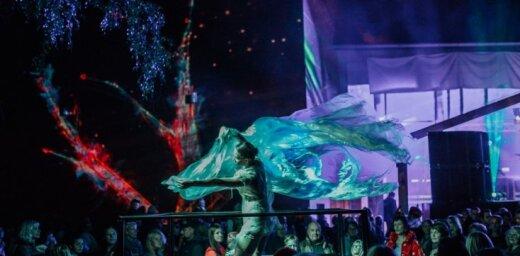 Foto: Ar krāšņu koncertu atklāts siguldiešu lepnums – kultūras centrs 'Siguldas devons'