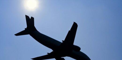 Lidojuma atteikums pārpildīta reisa dēļ: profesoru Cēberu mulsina 'airBaltic' attieksme pret sirmgalvjiem