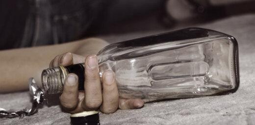 Daugavpilī policija pamana uz zemes guļošu piedzērušos pusaudzi