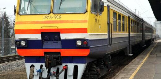 Pie Zolitūdes stacijas vilciens nāvējoši notriecis cilvēku