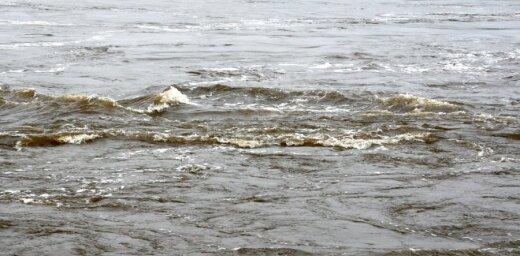 Из Даугавы возле Андрейсалы вытащили утонувшего человека