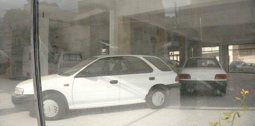 Foto: 90. gados pamests 'Subaru' dīlercentrs Maltā