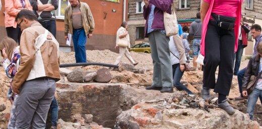 Simtiem jelgavnieku steidz aplūkot senās pilsētas paliekas
