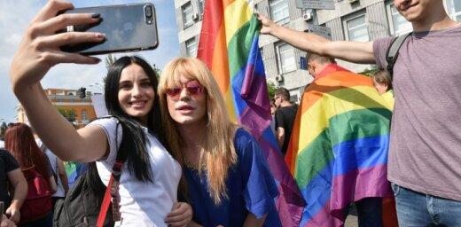 Депутаты Европарламента призвали Порошенко прийти на гей-парад