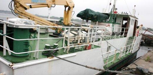 Daugavā grimst VVD patruļkuģis; kaitējums videi nav nodarīts