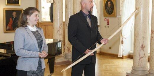 Rīgas vēstures un kuģniecības muzejs tiek pie sena somugru tipa loka replikas
