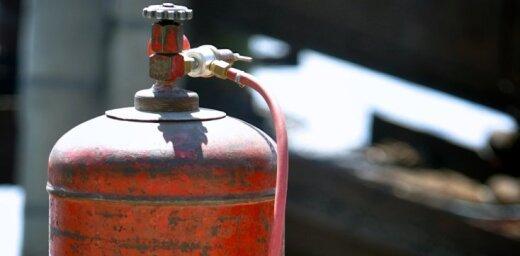 Взрыв газовых баллонов привел к пожару и гибели человека