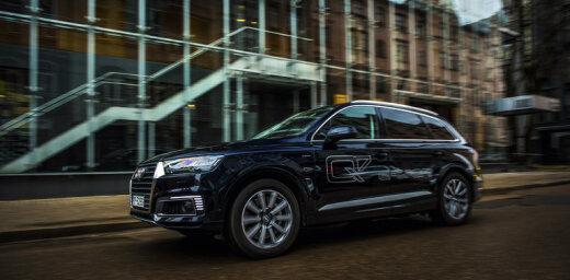 Latvijā nonācis pirmais uzlādējamais hibrīdauto ar 'quattro' piedziņu 'Audi Q7 e-tron'