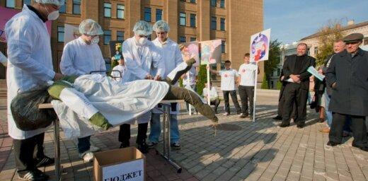 Akcija Daugavpilī 'Krīzes ekskursija: kurp dodas Latvija?'