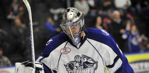 Gudļevski AHL čempionāta spēlē nomaina pēc pirmajā periodā ielaistām četrām ripām