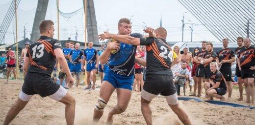 Foto: Starptautiskajā pludmales regbija turnīrā 'Selenas kauss' triumfē 'Jūrmala' un 'LSPA/Livonia'