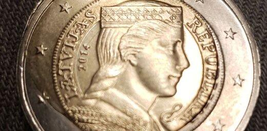 Divu eiro monēta ar defektu: retums vai tīšām deformēta nauda