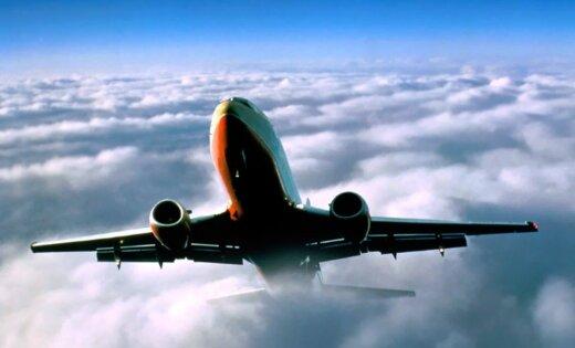 Пассажирский Boeing при посадке в Москве задел хвостом ВПП и ушел на второй круг
