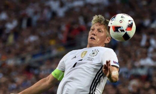 Бастиан Швайнштайгер оставляет сборную Германии пофутболу