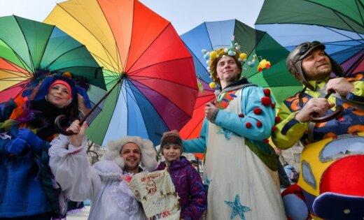 Foto: Maskavieši varavīkšņotos tērpos svin pavasari