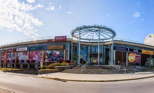 В торговом центре Ostmala потрескались стены: магазин закрыт