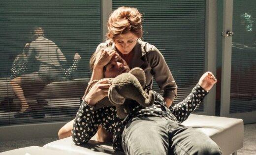 Foto: Dailes teātrī tapusi Andreja Žagara izrāde 'Ziloņa dziesma'