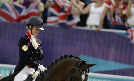 Lielbritānija pirmo reizi iegūst zeltu jāšanas sportā iejādē