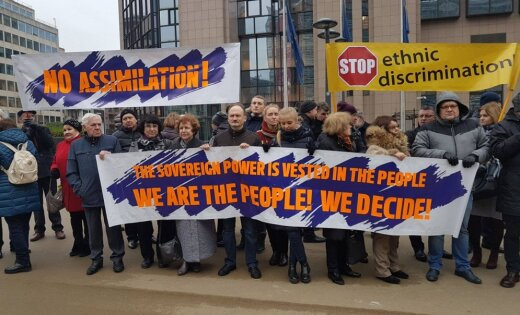 В Брюсселе провели пикет в защиту билингвального образования в Латвии