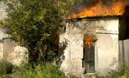 Līvbērzes pagastā sadeg divi vīrieši; Jelgavā vīrietis izkrīt par otrā stāva logu