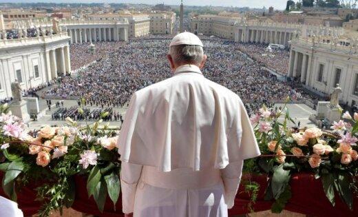 Reformators, liberāls vai radikālis – kāds ir pāvests Francisks, kurš apciemo Latviju
