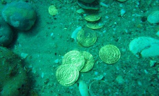 На дне моря обнаружены останки судна, перевозившего сундуки с сокровищами