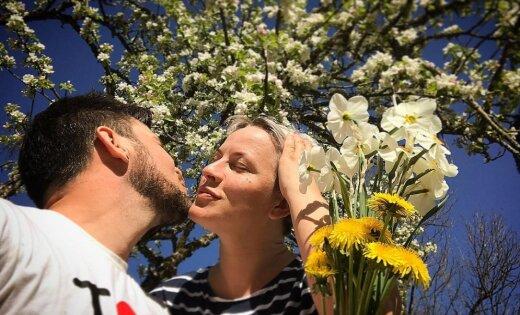 Intars Busulis sveic mīļoto Ingu ar romantisku foto