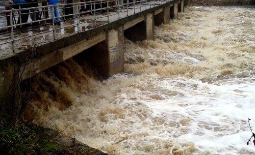 Aicinām ziņot par plūdiem un lietavām Latvijā