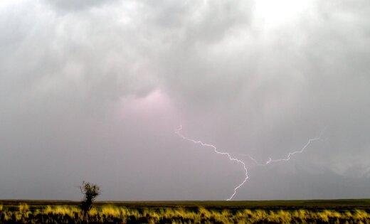 Latvijas dienvidaustrumos ceturtdien pastāv pērkona negaisa risks