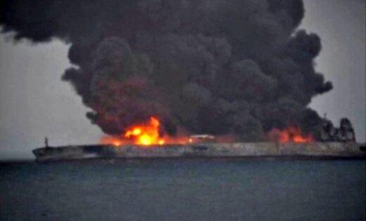 Nogrimis vairāk nekā nedēļu Ķīnas tuvumā degušais naftas tankkuģis